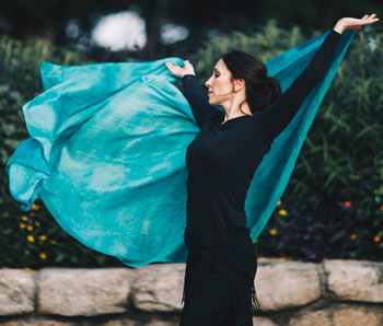 Lurainya Koerber of MoonGypsy Productions bellydancing with swirling silk teal veil