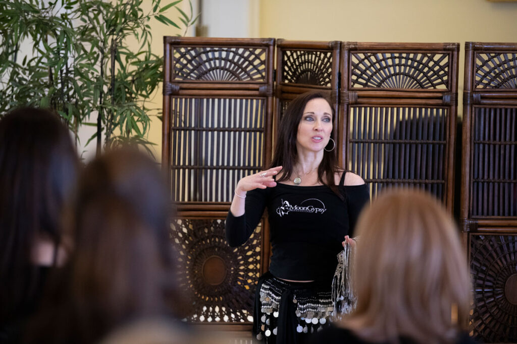 Lurainya speaking to and instructing a class of bellydance students
